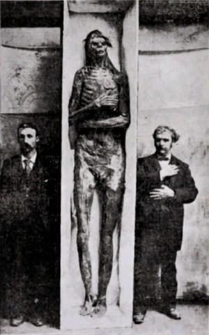 3-c0d21-foto-mummia-gigante-grande